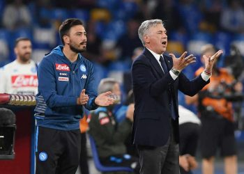 NAPLES, ITALY - OCTOBER 19: Carlo Ancelotti coach of SSC Napoli and his son Davide Ancelotti assistant coach of SSC Napoli during the Serie A match between SSC Napoli and Hellas Verona at Stadio San Paolo on October 19, 2019 in Naples, Italy. (Photo by Francesco Pecoraro/Getty Images)