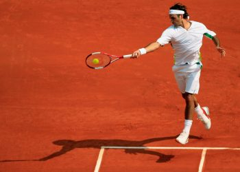 MONTE CARLO, MONACO - APRIL 17:  Roger Federer of Switzerland in action during his match against Novak Djokovic of Serbia and Montenegro during the Rolex ATP Tennis Masters Monte Carlo at the The Monte Carlo Country Club on April 17, 2006 in Monte-Carlo, Monaco. Federer beat Novak Djokovic of Serbia-Montenegro 6-3, 2-6, 6-3.  (Photo by Ian Walton/Getty Images)
